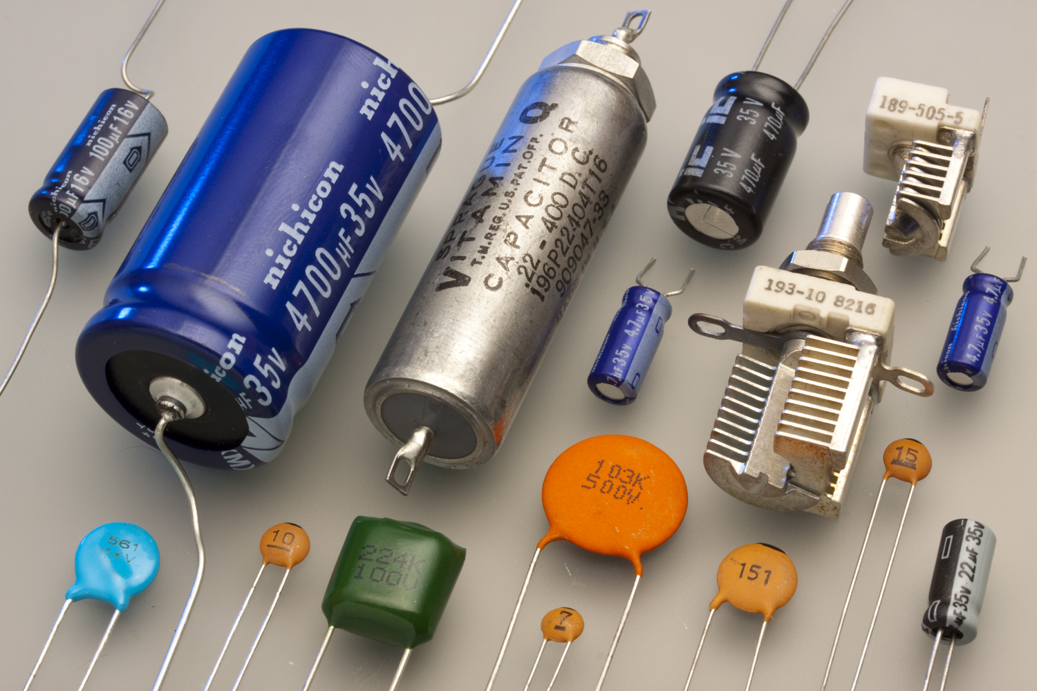 Produits also What Is A Transformer likewise Cap 8 furthermore Non Un Supercondensateur N Est Pas Un Condensateur further Capacitor And Different Types. on capacitor types