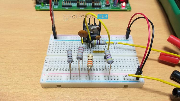 Fuente de alimentación de voltaje variable de voltaje fijo Imagen del regulador 5